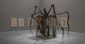 """Vista da exposição """"Louise Bourgeois: An Unfolding Portrait"""" no MOMA, Nova York, até 28 de janeiro de 2018"""