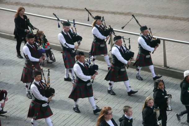 happy day!  more pipers!  :D