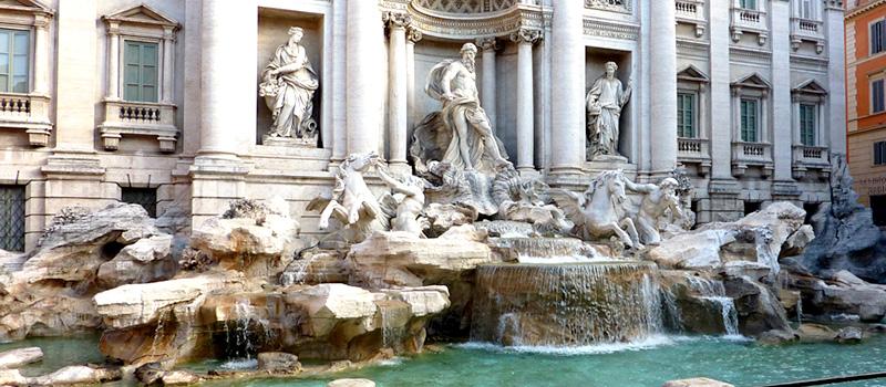 Piazze e fontane del cuore di Roma