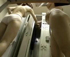 【病院盗撮動画】新人ナースが病院の更衣室で談笑しながら白衣に着替える姿を机下から隠し撮り…