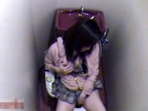 【家庭内盗撮動画】自宅のトイレで姉が毎晩喘ぎ声を我慢してトイレオナニー…最後は我慢出来ず…あんっ…