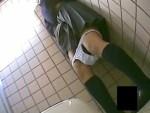 【トイレオナニー盗撮動画】クラスでも目立たないメガネ女子校生が学校のトイレで綿パンツ下ろして自慰行為ww