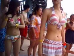 【素人水着盗撮動画】プール監視員だからこそ撮影出来た映像…ビキニギャルを接写撮りした最高動画ww