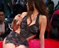 【キャンギャル盗撮動画】半ケツ、太もも、エナメルパンチラ…裸よりエロく見えるコンパニオンww