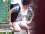 【野ション盗撮動画】おしっこ我慢しきれず公園で放尿中の素人女子に注意した時の反応を隠し撮りww