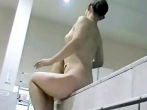 【女湯盗撮動画】見事な横乳の素人女子を銭湯で隠し撮り…火照った身体を冷ます姿が妙に色っぽいww