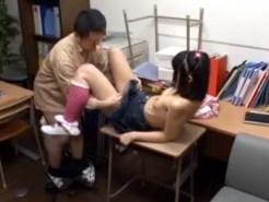 【JCレイプ盗撮動画】幼い少女を催眠レイプ…記憶に残らない催眠術で意識がない子に隠し撮り…