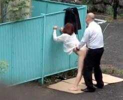 【青姦盗撮動画】田舎のサービスエリアの無人駐車場で立ちバックする巨乳ギャルとオッサンを隠し撮りww