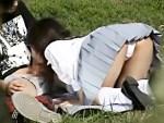 【JK青姦盗撮動画】私立の制服を着た女子校生が公園で野外セックス…が、まさかの彼氏が手コキで暴発ww