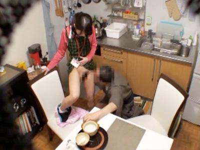 【家庭内盗撮動画】介護が必要な爺さんが美人過ぎる20代の介護師に勃起…一部始終を隠しカメラ撮り…