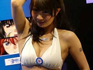 【キャンギャル盗撮動画】AnimeJapan2015で飛びっきり可愛いロリ巨乳発見ww寄せるオッパイを接写撮りww