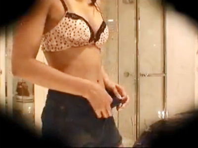 【着替え盗撮動画】レオタードに着替える可愛い下着の女子大生が生々しい着替えを隠しカメラ撮りww