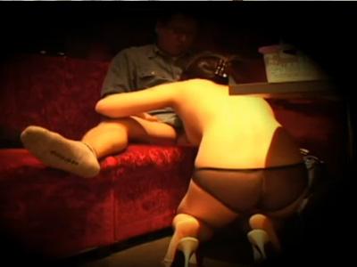 【無修正盗撮動画】フェラチオ専門のピンサロに隠しカメラ…オッサンに即尺する風俗嬢の店内風景が流出ww