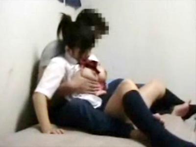 【援交盗撮動画】清純な見た目で買春とは無縁そうな女子校生が初対面の男の自宅でセックスする現実…