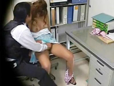 【レイプ盗撮動画】無断欠勤で担当ボーイが罰金払うことになり逆上…現役キャバ嬢を事務所で脅す…