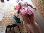 【海の家盗撮動画】ビキニ水着で海の家更衣室を使用する素人ギャルの着替えを隠しカメラ撮りww