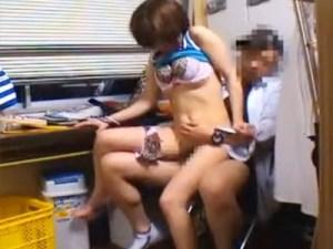【レイプ盗撮動画】万引き常習犯の巨乳ギャルを事務所に連れ込み警察通報に慌てたギャルの取った行動ww