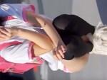 【コスプレ隠盗動画】C89でピンクランドセル背負って縦笛を吹く超童顔レイヤーを隠し撮りww