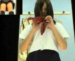 【着替え隠盗動画】風俗のパネル撮影をする女子校生コスプレ中の風俗嬢が着替える更衣室に隠しカメラ…