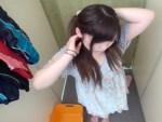 【着替え隠撮動画】むっちりだけど可愛い素人女子が試着室で競泳水着に着替える様子を隠しカメラ撮りww