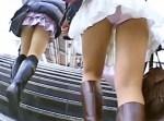 【逆さ撮り盗撮動画】寒くても生足太ももとミニスカートを止めない素人を階段からパンチラ隠し撮りww