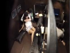 【ネカフェ隠撮動画】隣ブースとわずか1mの距離でイチャイチャからセックス始めるカップルを隠しカメラ撮りww