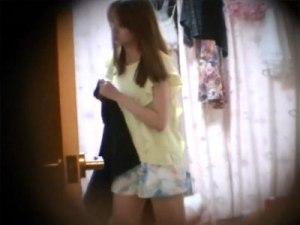 【着替え隠撮動画】女子大生が暮らす女子寮に隠しカメラ設置…裸でウロウロする一人暮らしの映像流出…