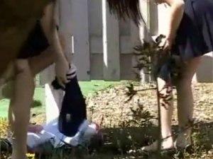 【野外着替え隠撮動画】先輩の圧力に逆らえず部室の外でスクール水着に着替える女子校生を隠し撮りww
