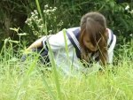 【野外オナニー隠撮動画】ド田舎の通学路歩く女子校生を背後から隠し撮り…草むらで自慰行為する変態ビッチww