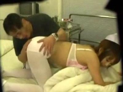 【病院隠撮動画】性欲強い患者の押しに負&#123相互フェラ;た新人ナースは病室や病院の屋上で風俗嬢の扱いを受&#123相互フェラ;てる件ww
