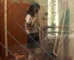 【着替え隠撮動画】全裸で踊ってみたww女子校生の妹が自室で制服を脱いで鏡前で不思議なダンス開始ww