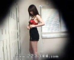 【着替え隠撮動画】ポリスコスプレに着替えるスタイル良い女性を更衣室で隠しカメラ撮りww