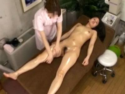 【レズエステ盗撮動画】東京青山に実在する高級エステ店は全裸で施術…秘部をいじられ過ぎる素人女性ww
