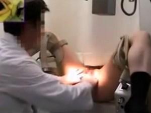 【産婦人科隠撮動画】クリニックで子宮検診を受けるギャル妻を隠しカメラ撮り…大きめクスコを挿入ww