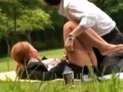 【青姦隠撮動画】昼休憩する男性社員とギャルOLを隠し撮り…誰も居ない公園でセックス始めるカップルww