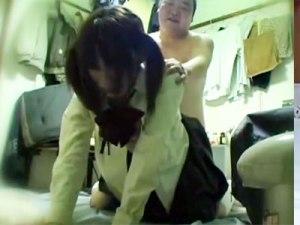 【SEX隠撮動画】風呂もトイレもない貧乏な男と知らず騙された女子校生が犯されるまでの記録映像…