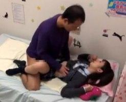 【JKリフレ盗撮動画】添い寝専門の女子校生リフレで本番行為をする客とアルバイトを監視カメラが撮影…