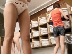 【脱衣所盗撮動画】アルバイト感覚で女性が仕掛けた隠しカメラ…女湯銭湯内で着替える女性たちを盗撮ww