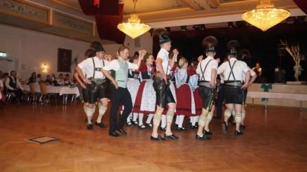 Hochzeit Christiane und Ludwig Strohmayer 05.10.2019 Aktive mit Bräutigam beim Chiemseer