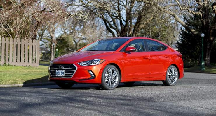 2017 hyundai elantra review (2 of 29)