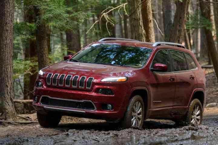 First Drive: New 2016 Jeep Cherokee Overland Steps Up the Luxury Game