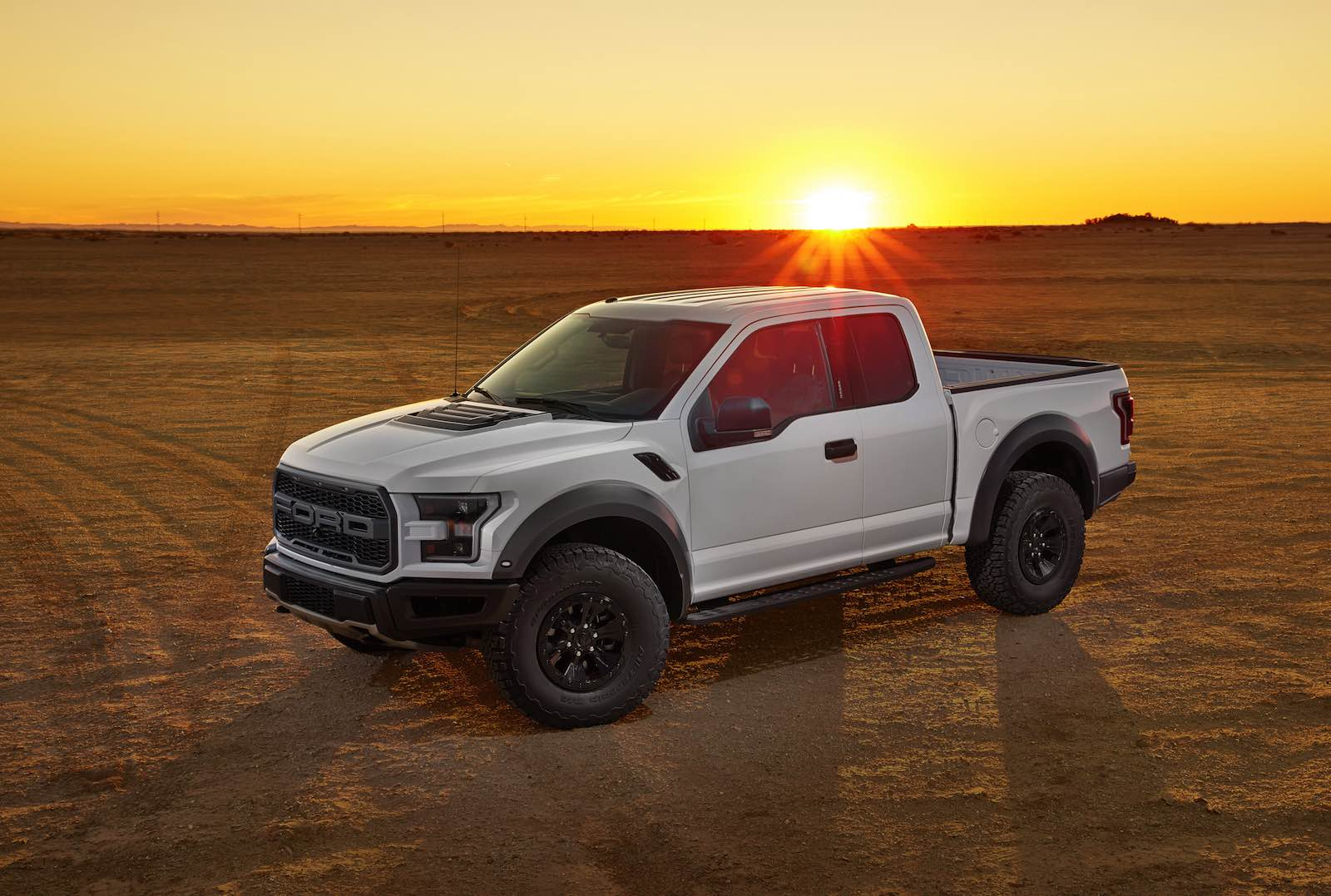 all new 2017 ford f 150 raptor sheds weight and adds power. Black Bedroom Furniture Sets. Home Design Ideas