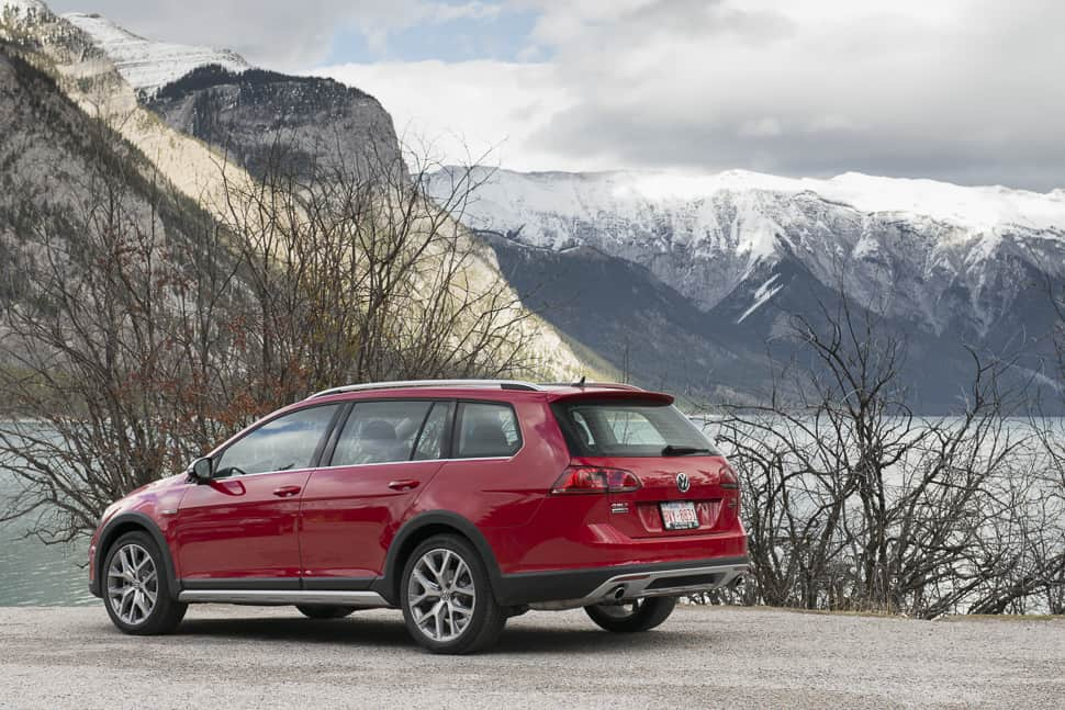 in pictures 2017 vw golf alltrack hits the mountains with awd and cargo. Black Bedroom Furniture Sets. Home Design Ideas