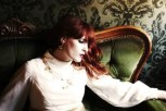 i-florence-and-the-machine-tragoudoun-gia-proti-fora-live-to-over-the-love