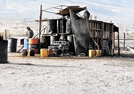 Operativo en carretera 57 por venta clandestina de diésel robado, aseguran 5mil litros.
