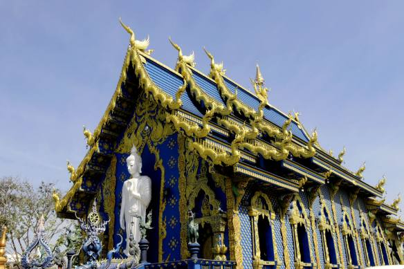 travel and talk chiang rai photo, chiang rai photo, chiang rai photograph, thailand photo, travel writing len rutledge, blue temple photo, blue temple chiang rai photo, blue temple chiang rai