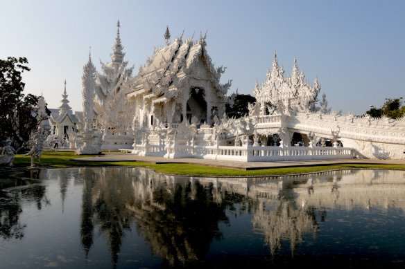 travel and talk chiang rai photo, chiang rai photo, chiang rai photograph, thailand photo, travel writing len rutledge, white temple photo, white temple chiang rai photo, white temple chiang rai