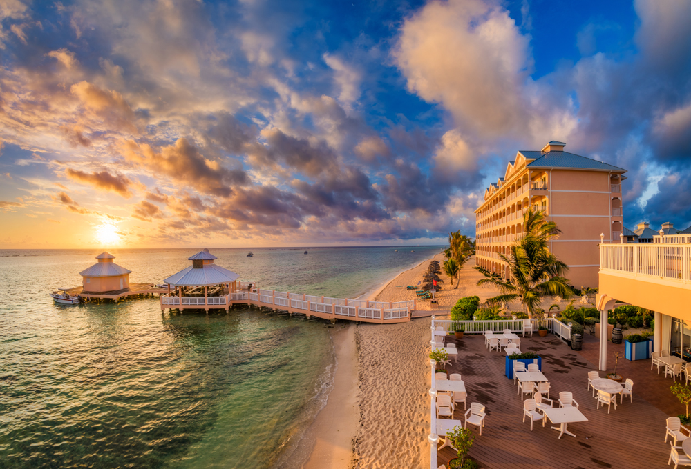 Guide to Grand Cayman   Travel Caffeine The Cayman Islands are one of the most picturesque locations in the  Caribbean  popular with vacationers and cruise goers alike  In this guide   we ll offer
