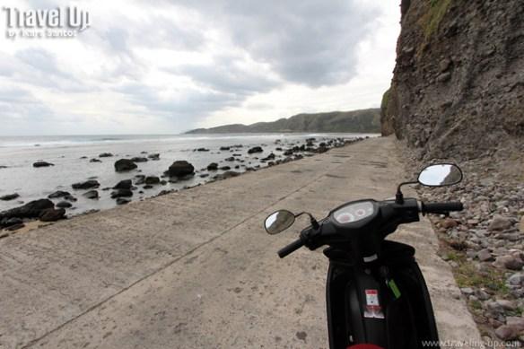imnajbu road cliffs batanes motorbike 02