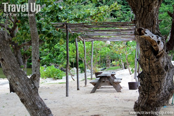 tugawe cove resort caramoan beach picnic tables